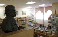 Busto do poeta ucraniano Taras Shevchenko na  biblioteca de literatura ucraniana em Moscou.  29/10/2015  REUTERS/Maxim Shemetov