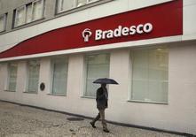 Una sucursal del banco Bradesco, en el centro de Río de Janeiro, 14 de agosto de 2014. Banco Bradesco elevó sus provisiones para préstamos incobrables en el tercer trimestre, lo que estuvo en línea con las expectativas y muestra cómo se prepara la entidad brasileña para moratorias en el pago de créditos corporativos y de consumidores como resultado de la mayor recesión en Brasil en 25 años. REUTERS/Pilar Olivares