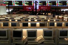 Помещение фондовой биржи в Шанхае. 22 сентября 2015 года. Шанхайская фондовая биржа, Китайская фьючерсная биржа (CFFEX) и оператор валютного рынка страны заключили соглашение о создании совместных предприятий с немецкой Deutsche Boerse AG. REUTERS/Aly Song