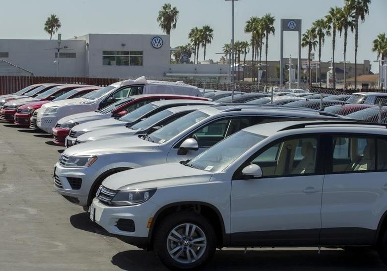 New and used Volkswagen vehicles are shown for sale at a Volkswagen car dealership in San Diego, California September 23, 2015. REUTERS/Mike Blake