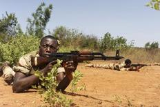 Malian soldiers pause in a firing position during a training session given by soldiers from Luxembourg in Koulikoro May 7, 2013.    REUTERS/Emilie Regnier