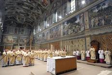 Papa Francisco realiza missa na Capela Sistina.  14/3/2013.  REUTERS/Divulgação
