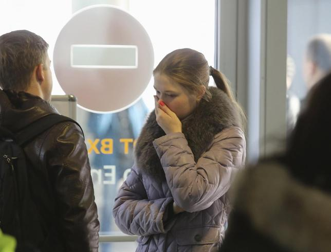 A woman reacts at Pulkovo airport in St. Petersburg, Russia, October 31, 2015.  REUTERS/Peter Kovalev