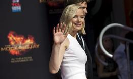 "Actress from the upcoming movie ""The Hunger Games: Mockingjay - Part 2"" Jennifer Lawrence waves after leaving her hand and footprints in cement in the forecourt of the TCL Chinese theatre in Hollywood, California October 31, 2015.  REUTERS/Mario Anzuoni"