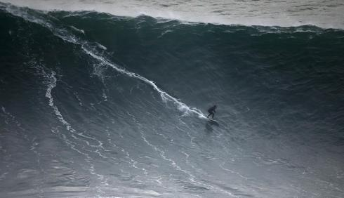 Giant waves of Nazare