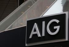 L'assureur AIG, qui a vu son bénéfice d'exploitation s'effondrer au troisième trimestre, à suivre mardi sur les marchés américains. /Photo d'archivesREUTERS/Brendan McDermid