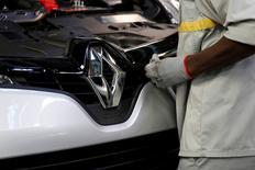 Renault a convoqué une réunion d'urgence de son conseil d'administration pour discuter de l'évolution future de son alliance avec Nissan, objet d'un bras de fer avec l'Etat français, selon des sources proches du gouvernement et de l'alliance Renault-Nissan. /Photo prise le 5 mai 2015/REUTERS/Benoît Tessier