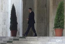 Primeiro-ministro da Romênia, Victor Ponta, deixando sede do governo após anunciar renúncia, em Bucareste.   04/11/2015   REUTERS/Inquam Photos/Octav Ganea