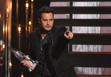 Luke Bryan accepts the award for Entertainer of the Year at the 49th Annual Country Music Association Awards in Nashville, Tennessee November 4, 2015.  REUTERS/Harrison McClary