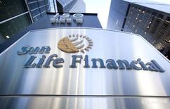The logo of Sun Life Financial is seen in Toronto May 6, 2015.   REUTERS/Fred Thornhill -