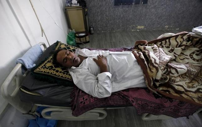 A patient suffering from cholera rests inside a hospital in Baghdad, September 21, 2015. REUTERS/Ahmed Saad