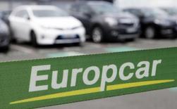 Europcar a publié jeudi des résultats en progression au troisième trimestre grâce aux bonnes performances de ses revenus de location ce qui permet au loueur de véhicules de relever ses objectifs annuels. Le groupe prévoit pour 2015 un résultat net pro forma proche de 130 millions d'euros (contre 125 millions auparavant). /Photo prise le 15 juin 2015/REUTERS/Régis Duvignau