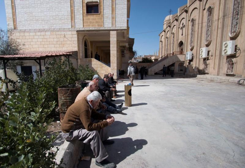 Islamic State frees 37 elderly Assyrian Christians - monitors