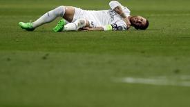 Sergio Ramos após lesão na partida do Real Madrid contra o Shakhtar Donetsk, em Madri.  15/09/2015   REUTERS/Susana Vera