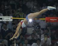 Atleta russa Yelena Isinbayeva durante competição na Olimpíada de Pequim.  18/08/2008    REUTERS/David Gray