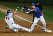 Taiwan's Chiang Chin Hsien (L) is out at first base as South Korea's first baseman Park Byung-ho makes the play in the second inning during their baseball game final at Munhak Baseball Stadium during the 17th Asian Games in Incheon September 28, 2014. REUTERS/Issei Kato