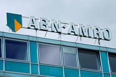 Le gouvernement néerlandais a annoncé mardi la cession de 23% du capital d'ABN Amro dans le cadre d'une offre publique de vente (IPO) qui valorise la banque nationalisée entre 15 et 18,3 milliards d'euros. L'Etat néerlandais, qui a déboursé plus de 22 milliards d'euros en 2008 pour sauver ABN de la faillite. /Photo d'archives/REUTERS