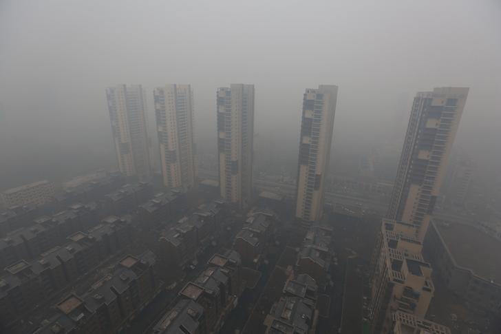 Residential buildings are seen shrouded in haze in Shenyang, Liaoning province, November 8, 2015. REUTERS/Stringer