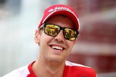 Vettel sorri no GP do Brasil, em Interlagos. 12/11/15. Reuters/Action Images/Hoch Zwei