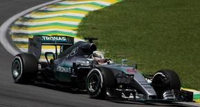 Mercedes Formula One driver Lewis Hamilton of Britain powers his car during the third free practice of the Brazilian F1 Grand Prix in Sao Paulo, Brazil, November 14, 2015.  REUTERS/Nacho Doce