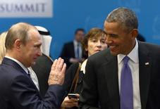"""Президенты России и США Владимир Путин и Барак Обама на саммите G20 в Турции. 16 ноября 2015 года. Россия готова оказывать поддержку с воздуха сирийской оппозиции в борьбе с """"Исламским государством"""", сказал президент России Владимир Путин в понедельник. REUTERS/Kayhan Ozer/Pool"""