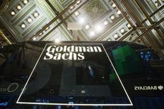 Berkshire Hathaway a annoncé lundi avoir réduit de 13% sa participation dans Goldman Sachs Group durant le troisième trimestre, prenant une partie de son bénéficie sur un investissement fructueux réalisé au plus fort de la crise financière mondiale. /Photo d'archives/REUTERS/Lucas Jackson