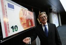 """Yves Mersch, miembro del consejo del Banco Central Europeo, en la sede del organismo en Fráncfort, 13 de enero de 2014. No hay indicios de que la confianza económica se haya visto perjudicada por los ataques en París y cualquier """"pesimismo"""" carece de sentido en este momento, dijo el miércoles un miembro del consejo del Banco Central Europeo. REUTERS/Ralph Orlowski"""