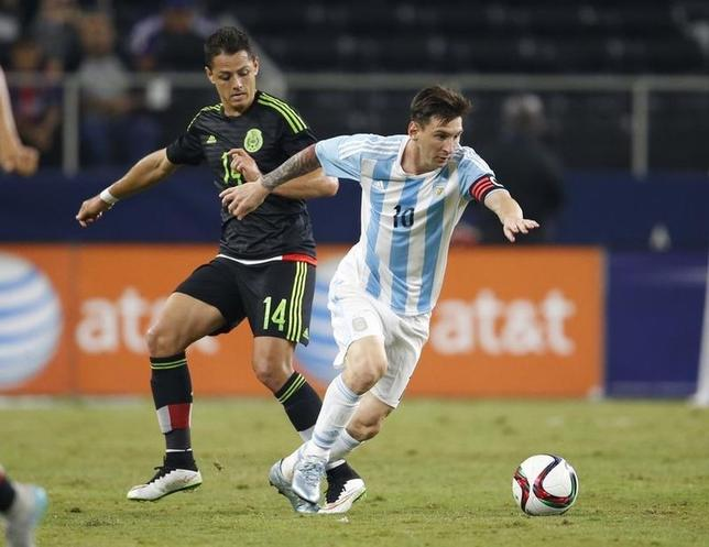 Argentina forward Lionel Messi (10) controls the ball against Mexico forward Javier Hernandez (14) at AT&T Stadium. Mandatory Credit: Matthew Emmons-USA TODAY Sports