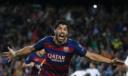 Luis Suárez comemorando gol em partida do Barcelona contra o Bayer Leverkusen, pela Liga dos Campeões;  29/09/2015    REUTERS/Sergio Perez