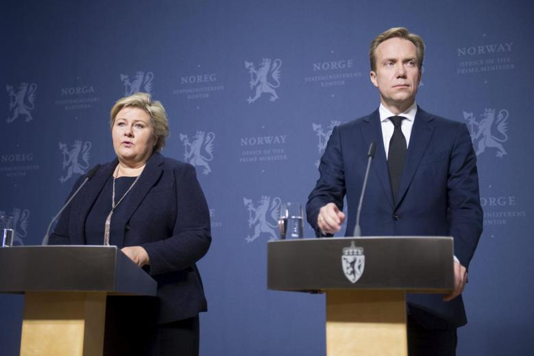 Norway's Prime Minister Erna Solberg (L) and Foreign Minister Borge Brende attend a news conference in Oslo, November 18, 2015. A Norwegian man held in Syria by Islamic State has most likely been killed by his hostage takers, Solberg told a news conference on Wednesday, following reports by an online IS publication of his execution. The man was identified as Ole Johan Grimsgaard-Ofstad, who was believed to have been held captive since January. Islamic State said in its Dabiq magazine that the Norwegian and a Chinese man had both been executed. REUTERS/Fredrik Varfjell/NTB ScanpixATTENTION EDITORS - THIS IMAGE WAS PROVIDED BY A THIRD PARTY. FOR EDITORIAL USE ONLY. NOT FOR SALE FOR MARKETING OR ADVERTISING CAMPAIGNS. THIS PICTURE IS DISTRIBUTED EXACTLY AS RECEIVED BY REUTERS, AS A SERVICE TO CLIENTS. NORWAY OUT. NO COMMERCIAL OR EDITORIAL SALES IN NORWAY. NO COMMERCIAL SALES.