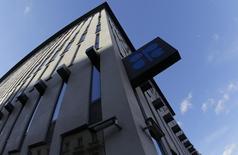 Штаб-квартира ОПЕК в Вене. 7 ноября 2013 года. Россия не будет принимать участия в заседании ОПЕК 4 декабря, но может посетить неформальную встречу экспертов накануне, если она будет организована, сказал министр энергетики РФ Александр Новак. REUTERS/Leonhard Foeger