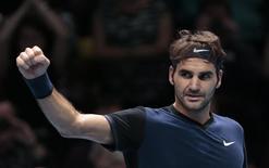Federer comemora vitória no ATP World Tour Finals.  19/11/15. Reuters/Suzanne Plunkett