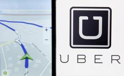 Logotipo do Uber à direita. 08/05/2015. REUTERS/Dado Ruvic