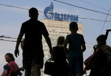 Логотип Газпрома на здании в Москве. 10 августа 2015 года. Совет директоров Газпрома рассмотрит вопрос об отказе от владения 10-процентной долей в компании Interconnector (UK) Ltd - операторе газопровода, связывающего Великобританию с континентальной Европой. REUTERS/Maxim Shemetov