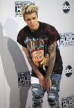 Singer Justin Bieber arrives at the 2015 American Music Awards in Los Angeles, California November 22, 2015.  REUTERS/David McNew