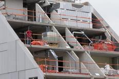 Les ventes de logements neufs en France ont progressé de 16% au troisième trimestre par rapport à la même période de l'an passé, confirmant le rebond amorcé fin 2014 mais à un rythme moins marqué que les trimestres précédents. /Photo d'archives/REUTERS/Philippe Wojazer