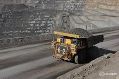 Imagen de archivo de un camión con un cargamento de zinc en la mina Oz Minerals Century Mine en Lawn Hill, Australia, dic 30, 2008. El zinc, el cobre y el níquel repuntaron el martes debido a que algunos inversores recompraron posiciones para tomar ganancias, mientras que la baja del dólar y un mayor precio del petróleo también apoyaron al mercado.    REUTERS/OZ Minerals/Handout  IMAGEN SOLO PARA USO EDITORIAL