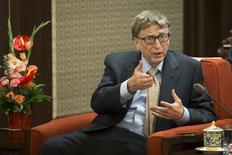 Bill Gates em encontro com o primeiro-ministro chinês Li Keqiang, em Pequim.  12/11/2015. REUTERS/China Daily