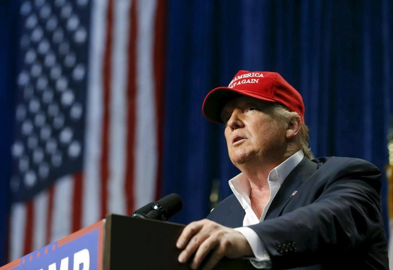 U.S. Republican presidential candidate Donald Trump speaks at a rally in Sarasota, Florida November 28, 2015.  REUTERS/Scott Audette