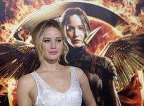 """El público dijo adiós a Katniss Everdeen y recibió de vuelta a Rocky Balboa, en una serie de adioses y reencuentros que impulsó la recaudación en las taquillas de Norteamérica en el fin de semana de Acción de Gracias por encima de las del año pasado. Imagen de archivo de la actriz estadounidense Jennifer Lawrence durante el estreno de """"Los juegos del Hambre: Sinsajo Parte 1"""", en Los Ángeles, California, EEUU. 17 noviembre 2014. REUTERS/Mario Anzuoni"""