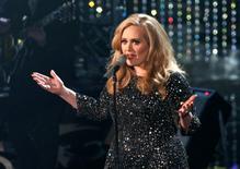 Cantora britânica Adele durante  apresentação em Hollywood.  25/02/2013      REUTERS/Mario Anzuoni