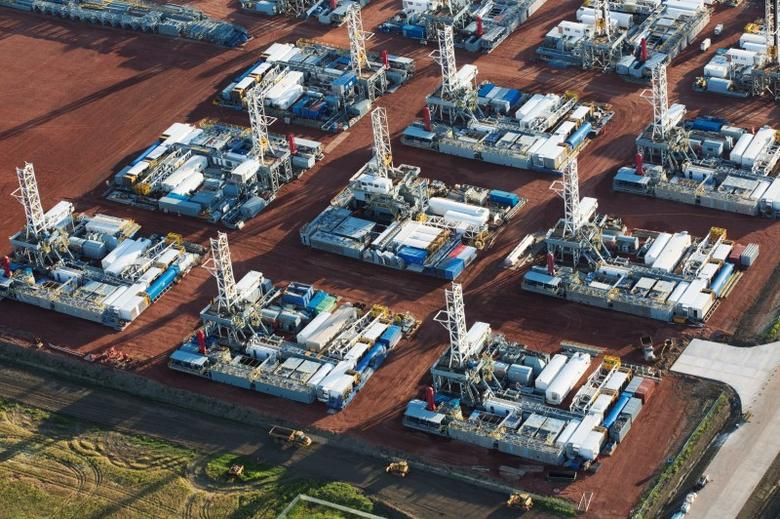 Stacked rigs are seen along with other idled oil drilling equipment at a depot in Dickinson, North Dakota June 26, 2015.  REUTERS/Andrew Cullen