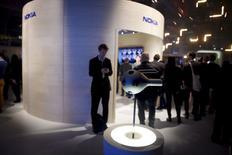 Nokia mettra en vente sa caméra de réalité virtuelle au prix de 60.000 dollars (56.630 euros), le groupe finlandais précisant que les premières livraisons devraient intervenir au premier trimestre de l'année prochaine. /Photo prise le 11 novembre 2015/REUTERS/Antti Aimo-Koivisto/Lehtikuva