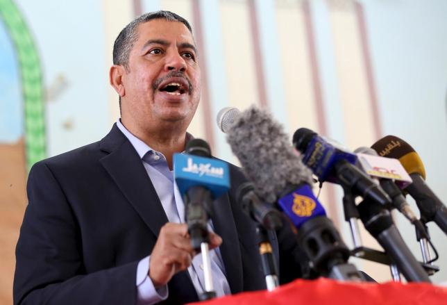 Yemen's Vice President and Prime Minister Khaled Bahah addresses a gathering of local officials after his arrival to the country's northern province of Marib November 22, 2015. REUTERS/Ali Owidha