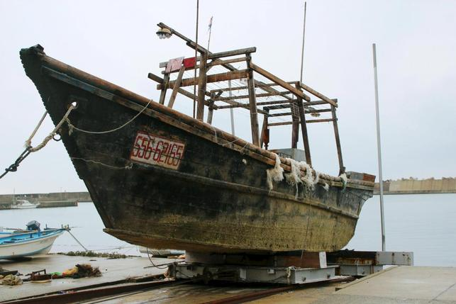 Fishing boats carrying decomposed corpses have washed ashore in Japan  ?m=02&d=20151201&t=2&i=1099027898&w=&fh=&fw=&ll=644&pl=429&sq=&r=LYNXMPEBB01UQ