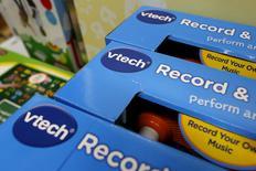 Продукция VTech в магазине игрушек в Гонконге 30 ноября 2015 года. Кибератака на производителя электронных игрушек VTech Holdings Ltd привела к попаданию в руки хакеров данных 6,4 миллионов детей, сообщила компания во вторник, что, по словам экспертов, стало крупнейшим взломом в истории, направленным на детей. REUTERS/Tyrone Siu