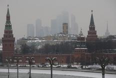 Вид на Кремль в Москве 27 января 2015 года. Министерство финансов РФ в ноябре направило из Резервного фонда на финансирование дефицита федерального бюджета 350 миллиардов рублей, говорится в сообщении ведомства. REUTERS/Maxim Zmeyev