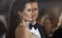 Angelina Jolie e seu marido Brad Pitt em Hollywood, nos Estados Unidos, em novembro. 05/11/2015 REUTERS/Mario Anzuoni