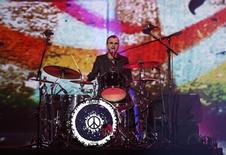 Ringo Starr tocando bateria durante gravação em Los Angeles.  28/01/2014   REUTERS/Mario Anzuoni