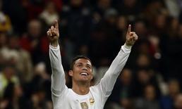 Cristiano Ronaldo comemora gol do Real Madrid contra o Malmo.  8/12/15.  REUTERS/Juan Medina